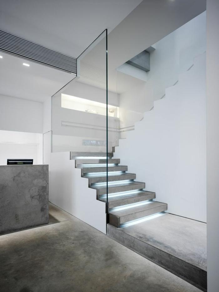 led-treppenbeleuchtung-weiße-minimalistische-innengestaltung