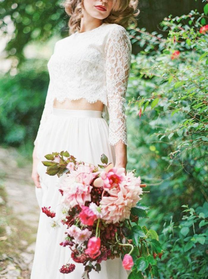 legerer-Brautstrauß-Braut-Kleidung-zwei-Teilen