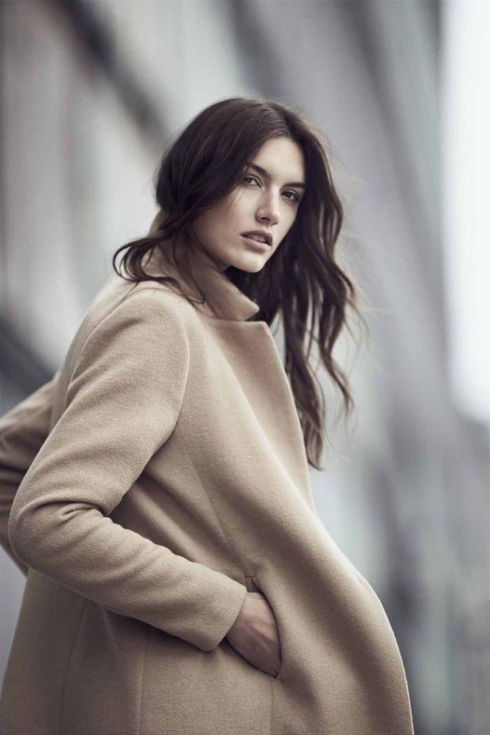 legerer-Outfit-langer-Damen-Mantel-Karamell-Farbe
