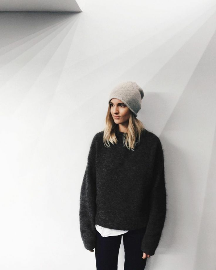 legerer-Pullover-Damen-schwarze-Leggings