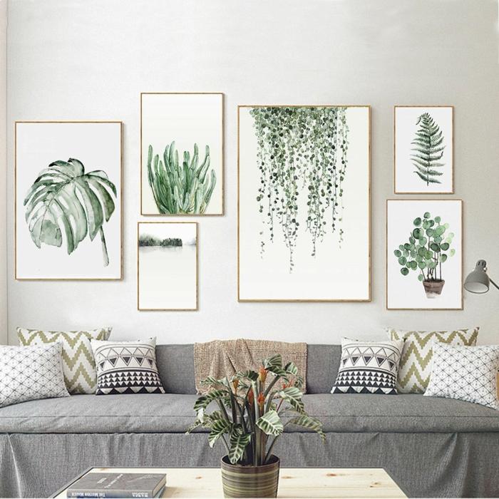 Großes Sofa in grau mit Kissen, Gerahmte Bilder für Wohnzimmer mit Blattmotiven in verschiedene Größen