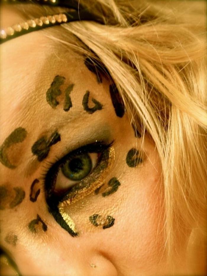 leopard-gesicht-schminken-blondes-haar-und-helle-augen