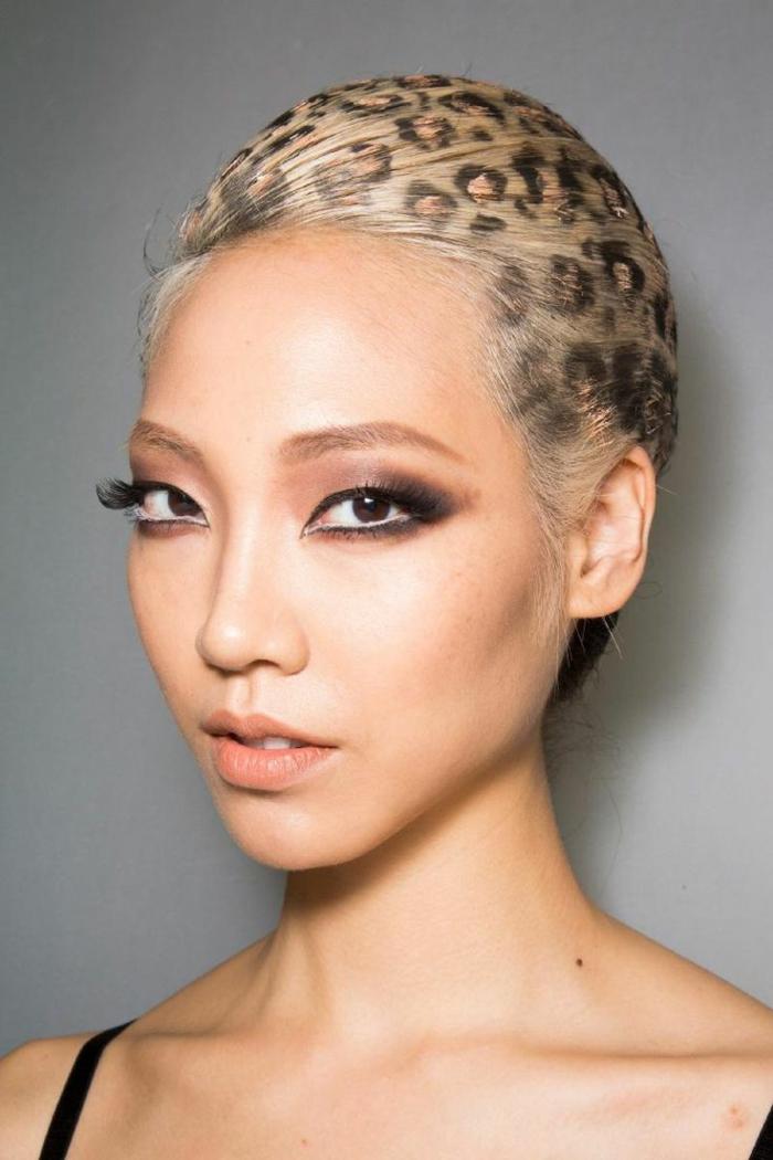 leopard-gesicht-schminken-extravagantes-aussehen