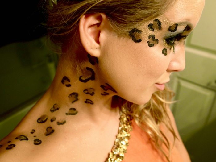 leopard-gesicht-schminken-interessantes-foto-modernes-aussehen