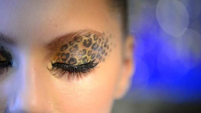 leopard-gesicht-schminken-kreatives-foto-von-einem-gesicht