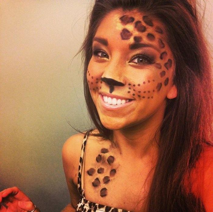 leopard-gesicht-schminken-schöne-lächelnde-dame