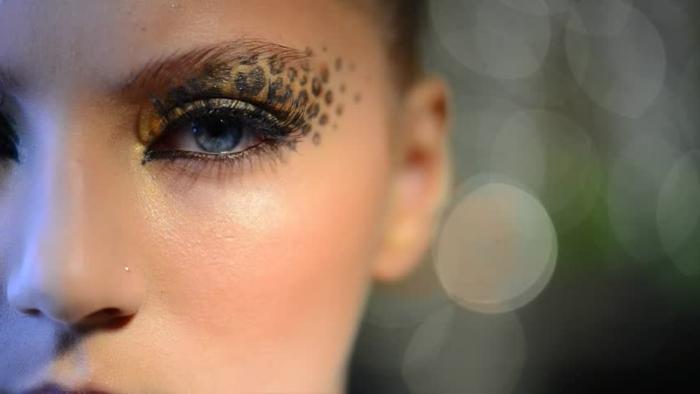 leopard-gesicht-schminken-schönes-gesicht