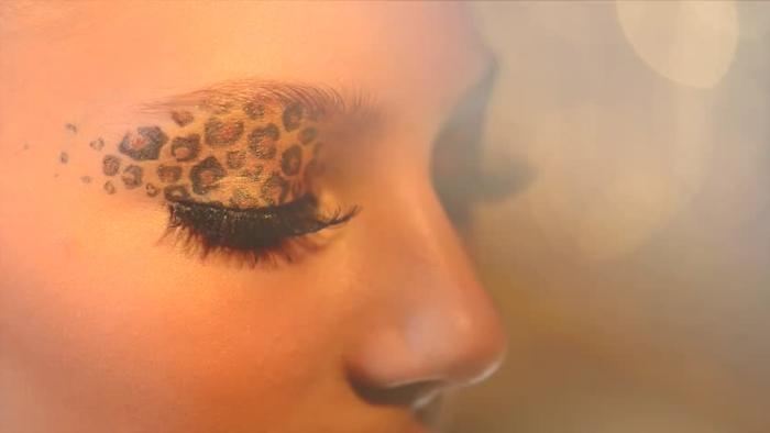 leopard-gesicht-schminken-sehr-interessantes-maöke-up