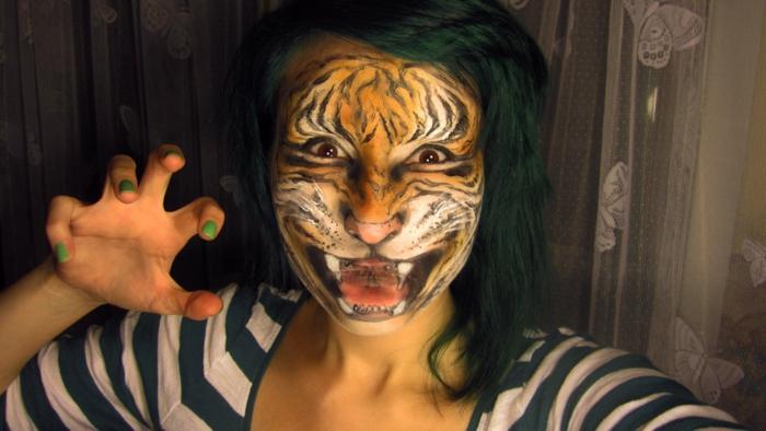 leopard-gesicht-schminken-sehr-schrecklich-erscheinen