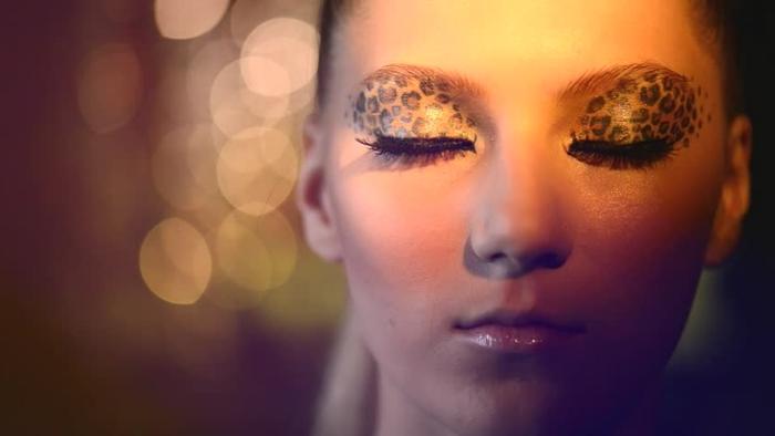 leopard-gesicht-schminken-wunderschönes-gesicht