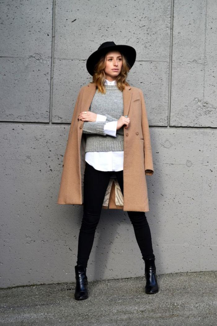 mannhaftes-Aussehen-wintermantel-Karamell-Farbe-grauer-Pullover-weißes-Hemd-schwarze-Hosen-Hut