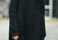 Schwarzer Pullover als Akzent bei der Kleidung