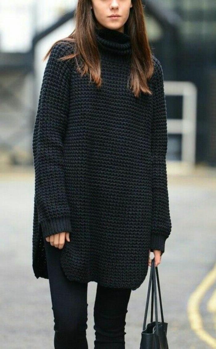 minimalistischer-Outfit-maxi-schwarzer-Pullover-gestrickt