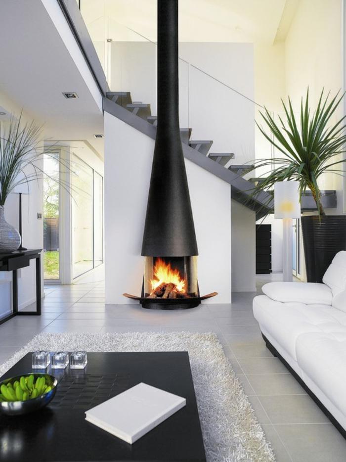 minimalistisches-Interieur-elegante-Gestaltung-Treppen-Kamin-modernes-Design-weißer-Teppich