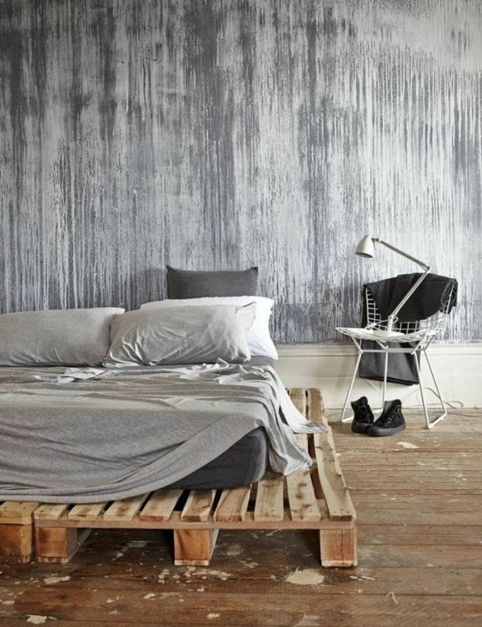 Wunderbar Minimalistisches Schlafzimmer Interieur Graue Nuancen Leselampe Designer  Stuhl
