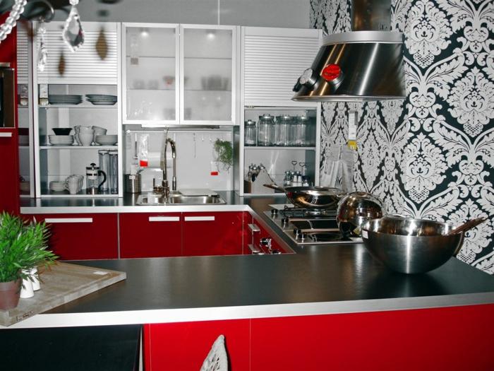 moderne-Küche-rote-Möbel-schwarz-weoße-coole-Tapeten