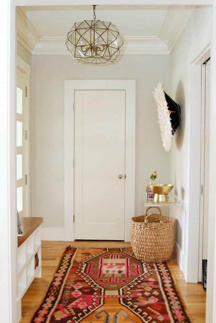 moderne-Wohnung-kreative-Gestaltung-Dekoration-vintage-Teppich-buntes-Muster