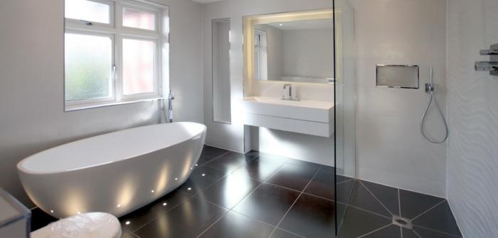 moderne-wohnideen-badezimmer-duschkabine-und-weiße-badewanne