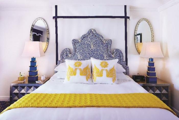 moderne-zimmerfarbe- schlafzimmer-in-taubenblau-gelb-weiß