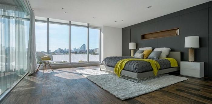 modernes-graues-Schlafzimmer-kleiner-Teppich-weiß