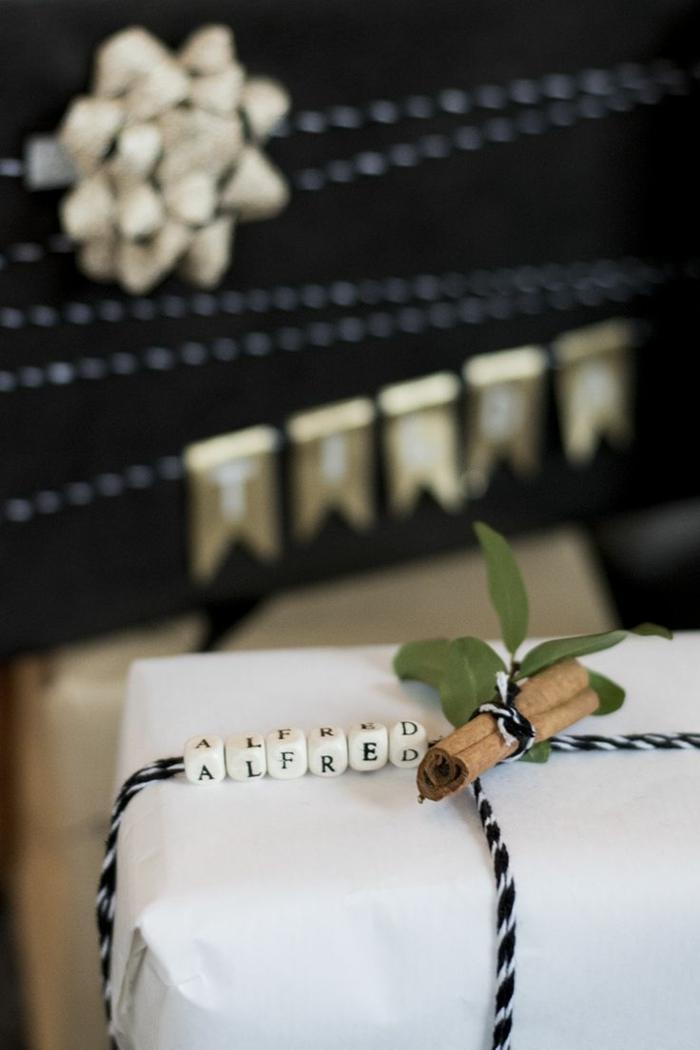 originelle-Geschenke-verpacken-schöne-romantische-Dekoration-personalisiert-Zimt-Stick