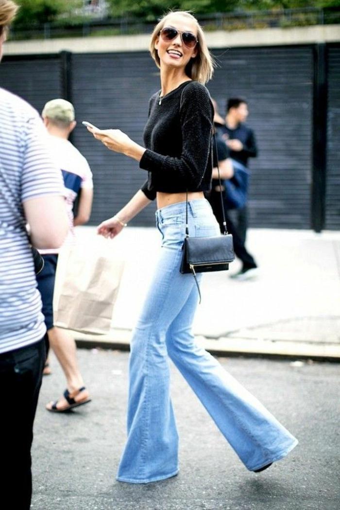 origineller-Outfit-Jeans-kurzer-schwarzer-Pullover