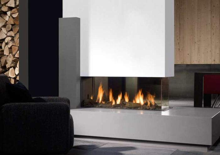 panorama-kamin-schönes-modell-wohnzimmer-weiße-wände