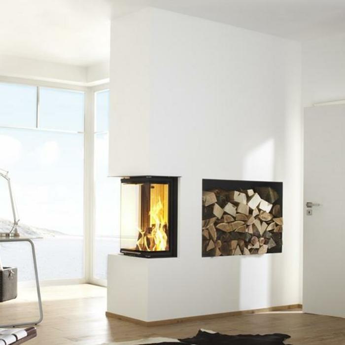 panorama-kamin-weiße-minimalistische-wohnzimmer-gestaltung