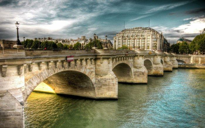 paris-urlaub-tipps-brücke-und-schünheit-der-sonnenlicht