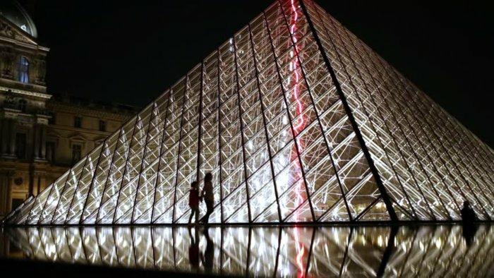 paris-urlaub-tipps-hauptstadt-frankreich-pyramide