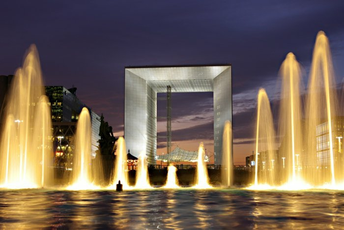 paris-urlaub-tipps-romantisch-beleuchtung-brunnen-in-der-nacht