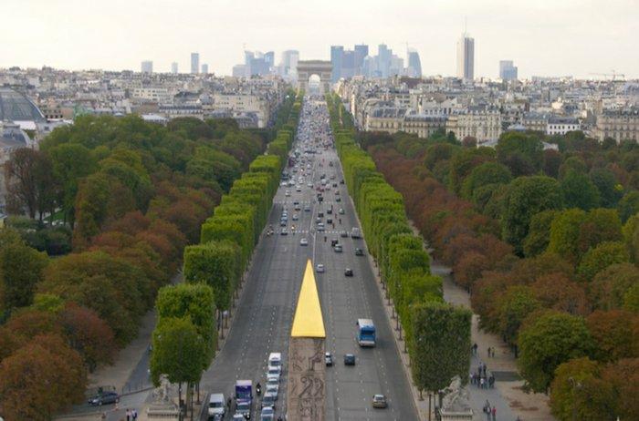 paris-urlaub-tipps-straßenblick-Triumphbogen-Arc de Triomphe
