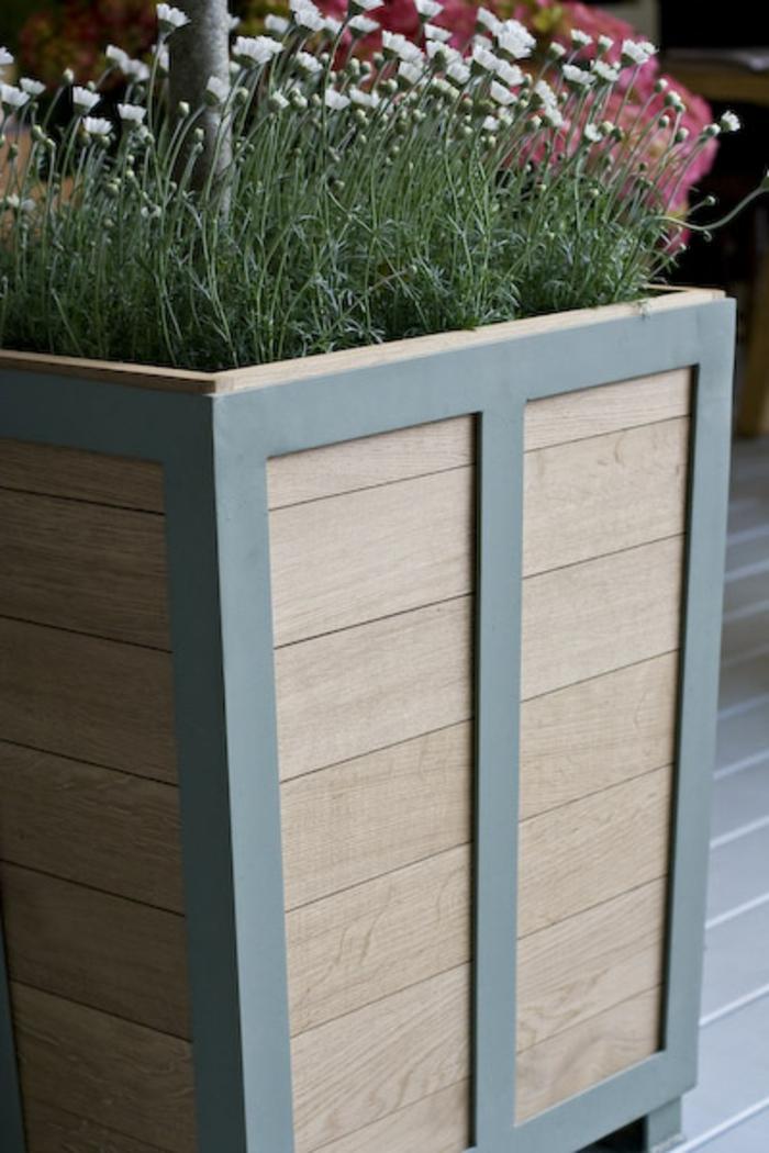pflanzkübel-eichenholz-mit-grauen-kanten