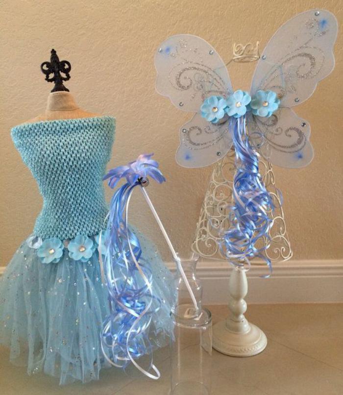 prinzessin-kostüm-blau-Blumen-Dekoration-dekorative-Flügel-Glanz