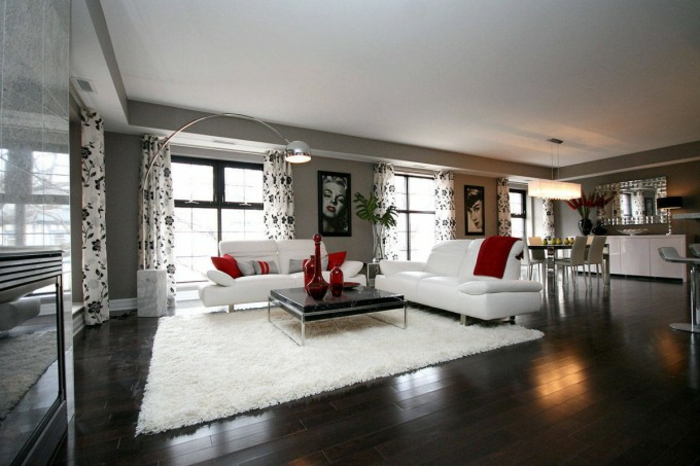 räumliche-Wohnung-schwarz-weißes-Interieur-rote-Akzente-retro-Wandbilder-weißer-Teppich