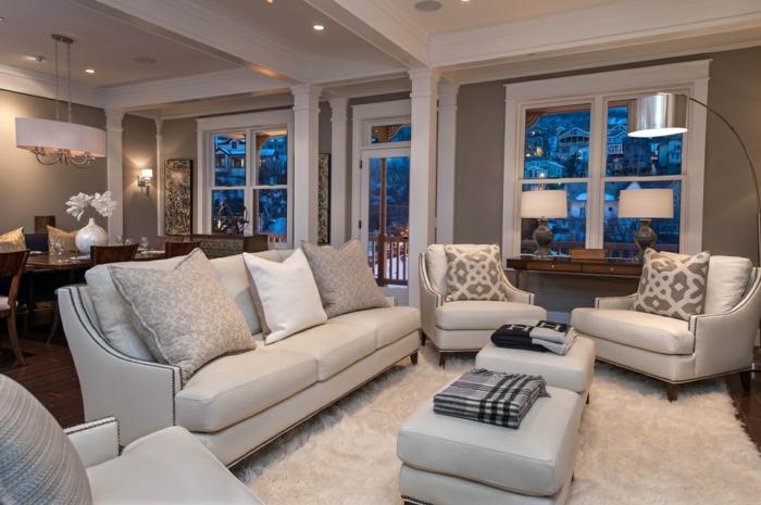 räumliches-Wohnzimmer-weiße-Möbel-weißer-Teppich