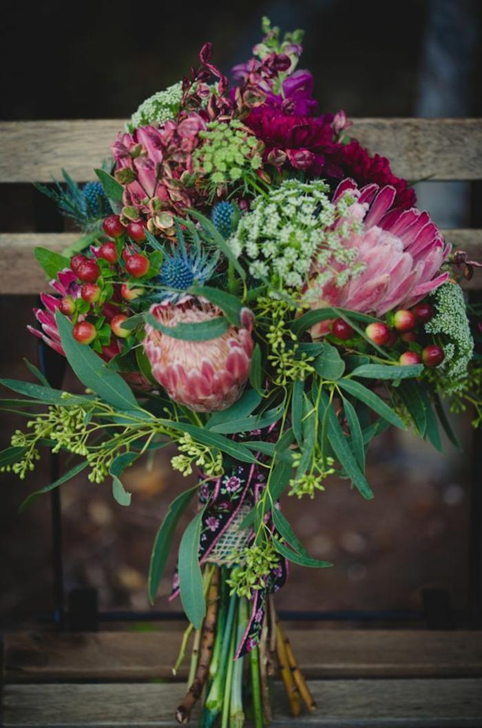 romantischer-Brautstrauss-frische-Blumen-rosa-Nuancen