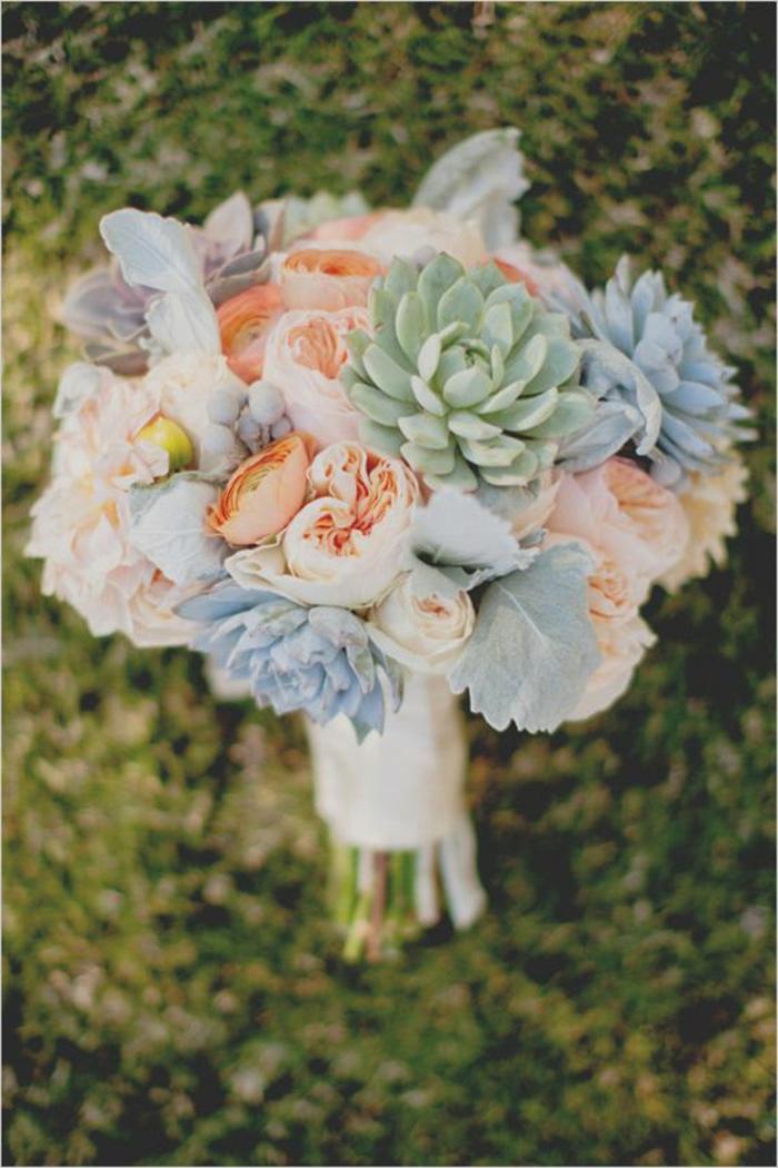 romantischer-Strauß-für-Hochzeit-Pastellfarben