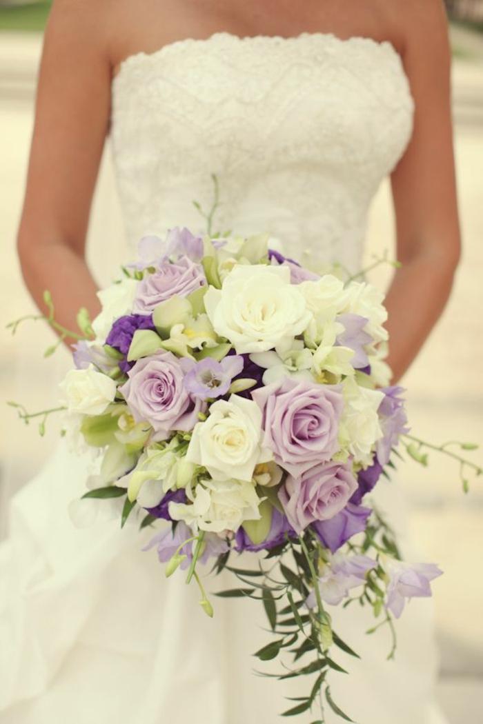 romantischer-hochzeitsstrauß-Rosen-lila-creme-farbe