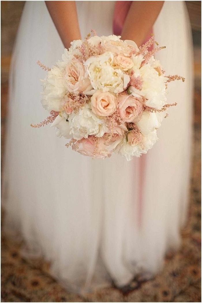 romantischer-hochzeitsstrauß-zärtliche-rosa-Nuancen