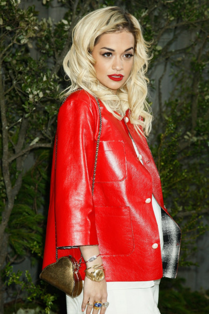 rote-lederjacke-blonde-haare-super-look