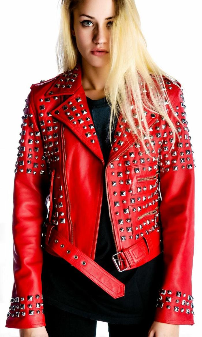 rote-lederjacke-cooles-design-blonde-haare