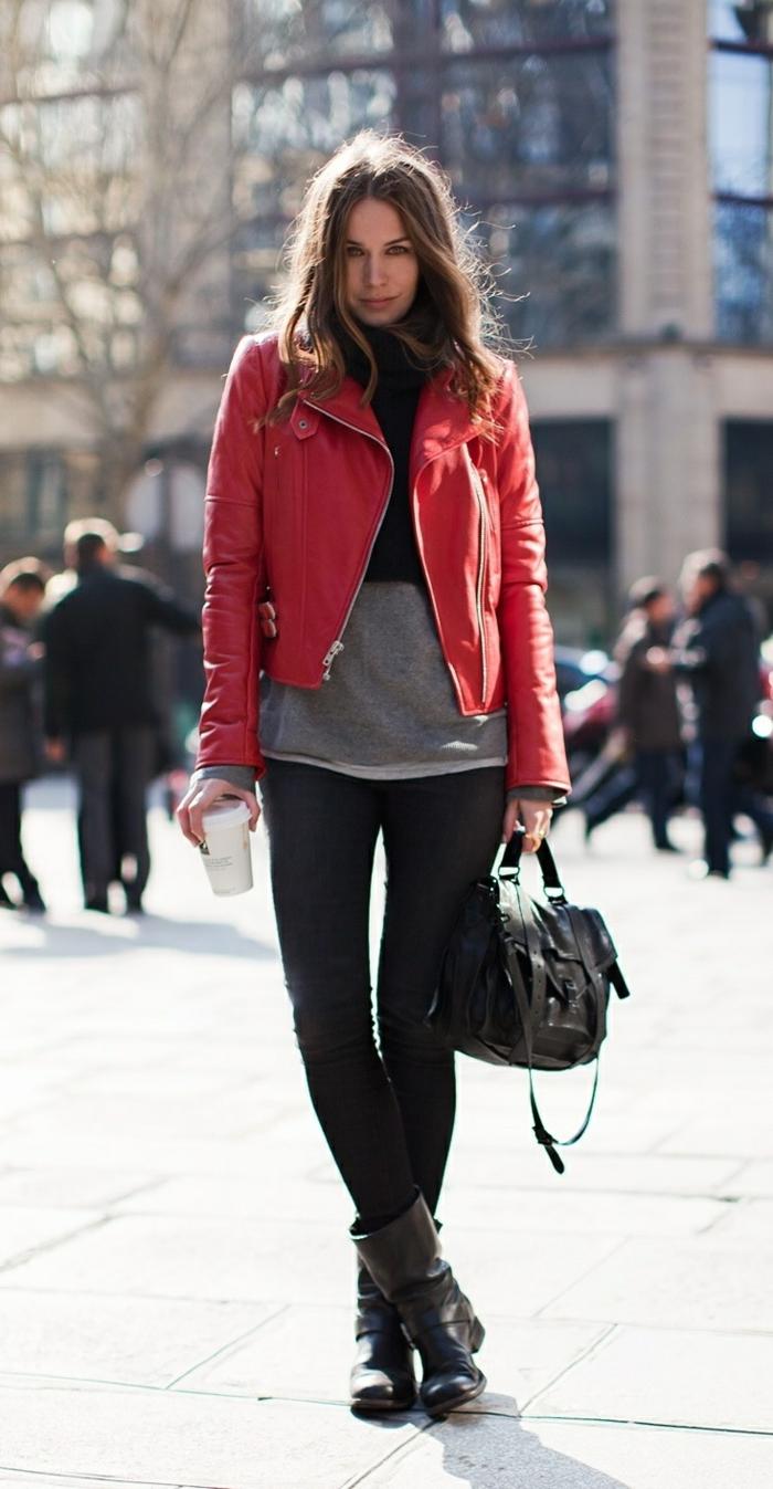 rote-lederjacke-eine-sehr-attraktive-dame