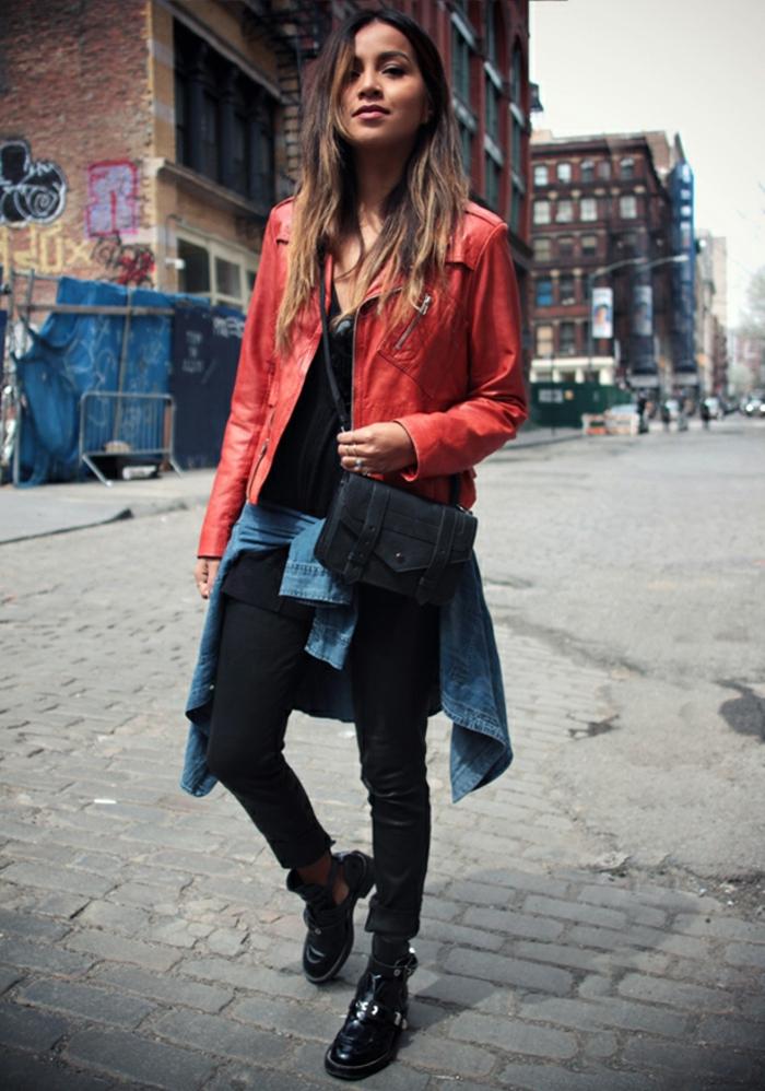 rote-lederjacke-interessante-dame-wunderschöne-kleidung