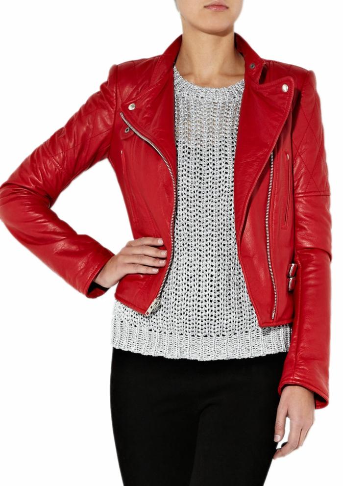rote-lederjacke-weiße-bluse-super-schöne-ausstattung