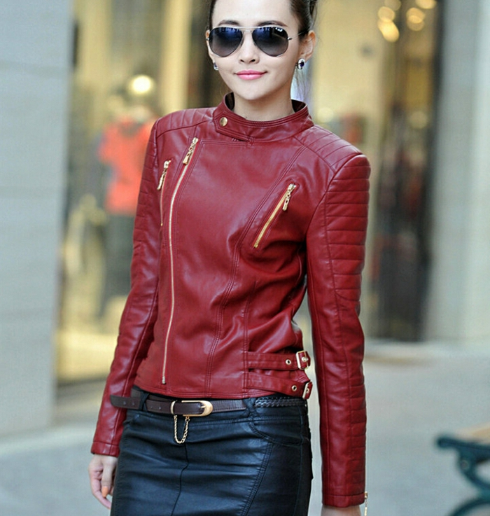 rote-lederjacke-wunderschöne-dame-mit-brillen