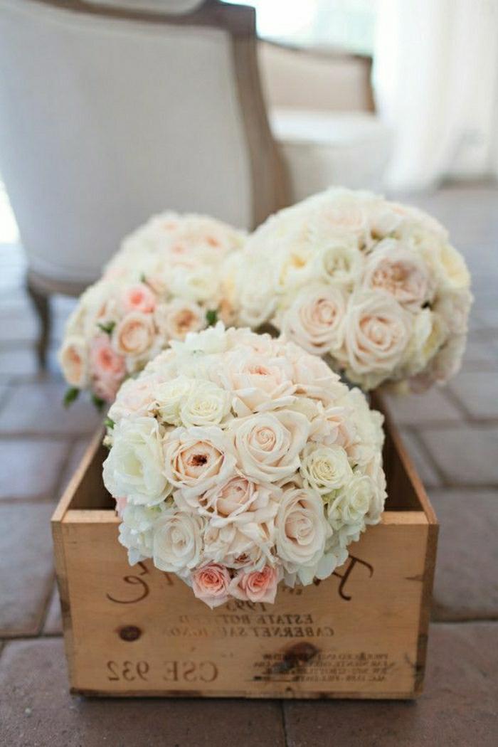 runde-brautsträuße-weiße-Blumen-bleich-rosa-Nuancen