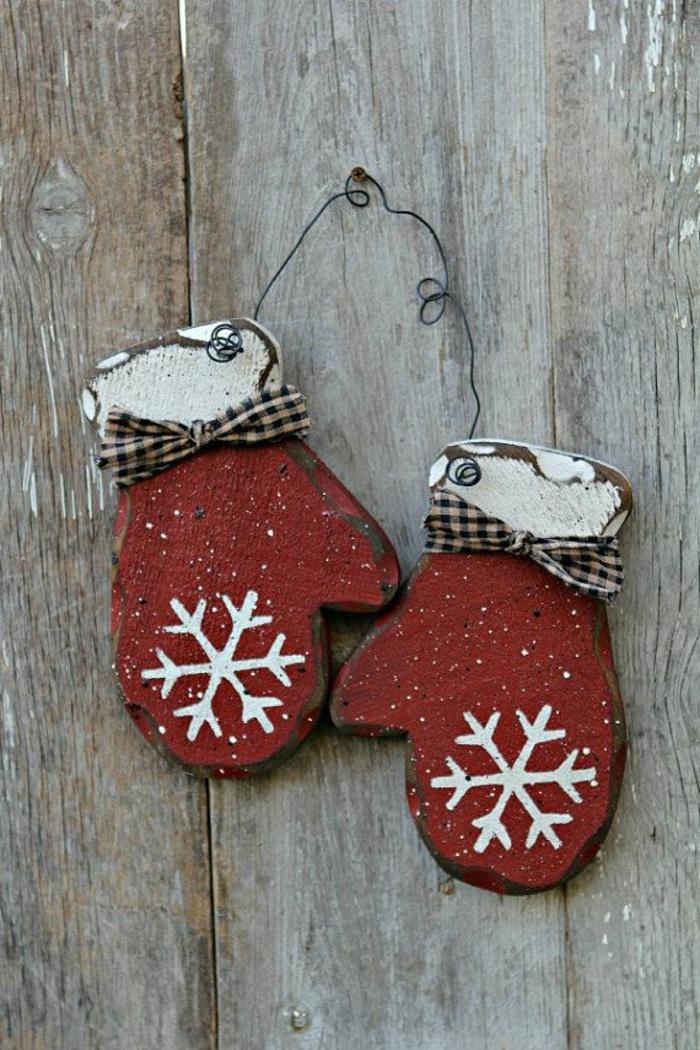 rustikale-Dekoration-weihnachtsdeko-selber-basteln-Winter-Deko-hölzerne-Handschuhe-Schneeflocken-Zeichnung
