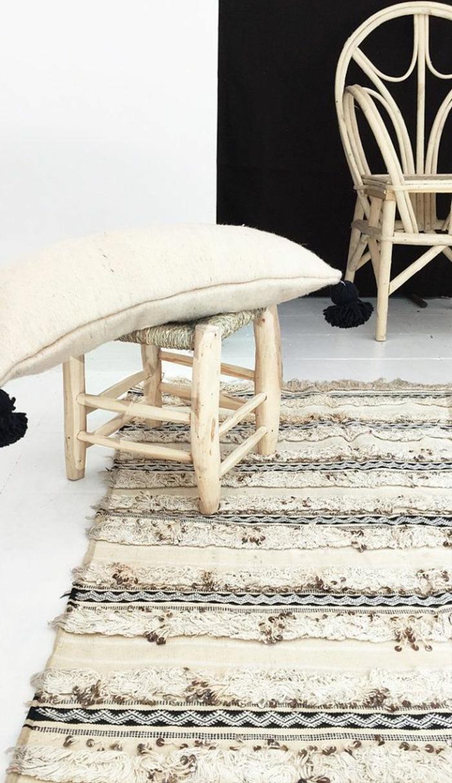 rustikale-Möbel-flaumiger-Teppich-originelles-Design