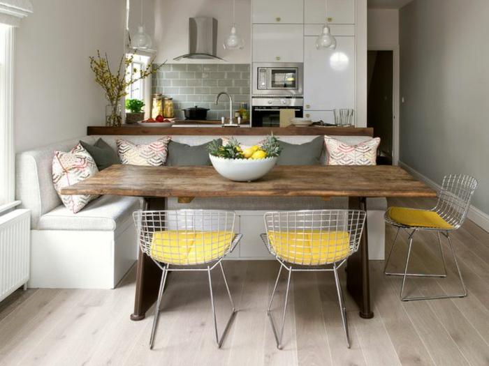 rustikale-eckbank-und-küchentisch-mit-stühlen